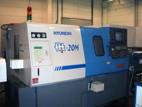 Hyundai 20M CNC svarv med stångmatare och drivna verktyg